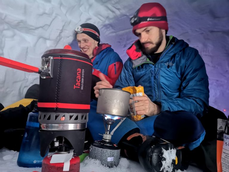 Top Tips for Snowholing